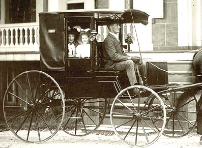 the Wardwell family in a horse carriage, 1900
