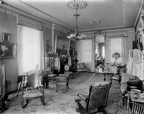 parlor in 1900