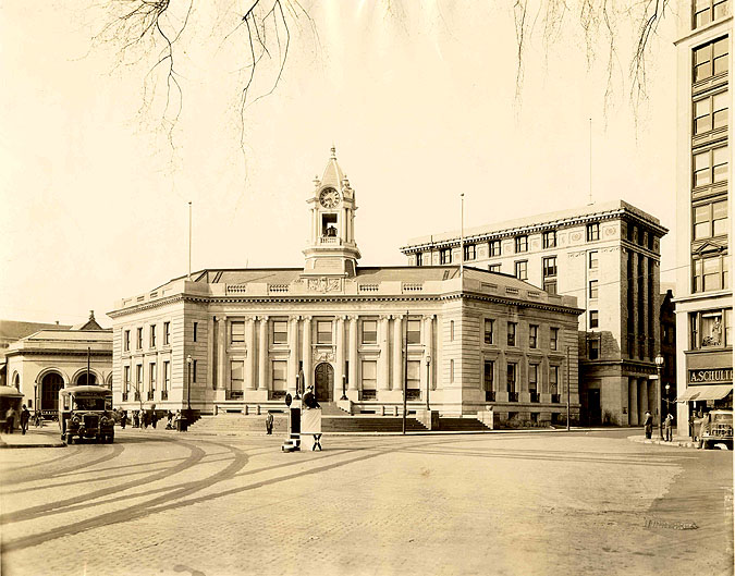 Town Hall and Atlantic Square in the 1930s